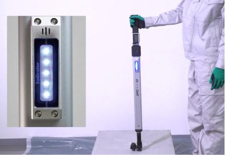 アンカー引張強度試験機 アンカープロチェッカー(APC) 8 検査荷重に到達すると、ブザー音と同時にLEDが青く点灯します。併せて、グリップに振動が伝えられますので、音、色、振動の3つでお知らせします。