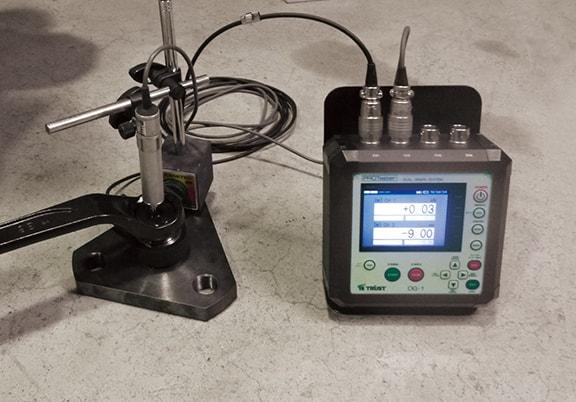 アンカー引張試験4ch同時表示器 DG-1 非破壊荷重-変位試験