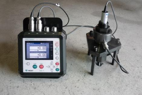 アンカー引張試験4ch同時表示器 DG-1レンチ式試験装置+変位変換器との組合せ
