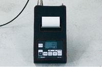 アンカー引張強度試験機 プロテスターTR ピークホールド機能で、表示の最大値を保持します。ピークホールド実行中はボタン右上のランプが点灯します。