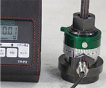 アンカー引張強度試験機 プロテスターTR 3 スパナで専用カプラを試験値まで締付け測定。回転した角度を確認する。
