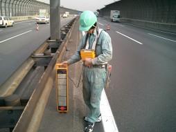 あと施工アンカー工事 交通安全施設工事 各種コンクリート切断工事 自動車道 防護柵改良工事 埋設管レーダー探知機による墨出し