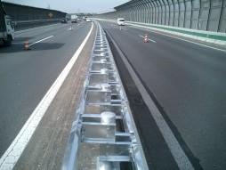 あと施工アンカー工事 交通安全施設工事 各種コンクリート切断工事 自動車道 防護柵改良工事 完了