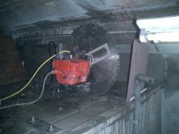 各種コンクリート切断工事 列車風対策整備工事 ウォールソーイング