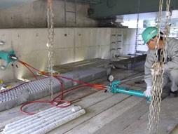 各種コンクリート切断工事 各種点検・診断 耐震補強工事(土木インフラ) 国道での高架橋外耐震補強工事 アンカー引張試験