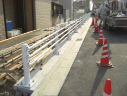 あと施工アンカー工事 交通安全施設工事 防護柵設置工事 ガードパイプ設置状況