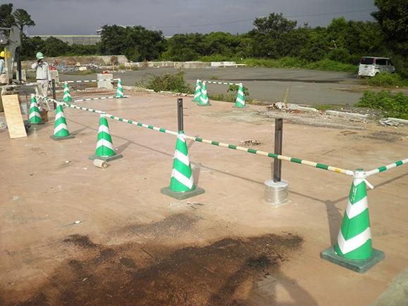 各種点検・診断 小松島太陽光発電所増設工事 試験前段階、太陽光発電架台の基礎支柱の設置状況写真