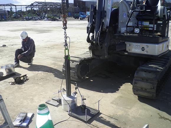 各種点検・診断 小松島太陽光発電所増設工事 引張試験状況、太陽光発電架台基礎支柱への引張試験状況写真