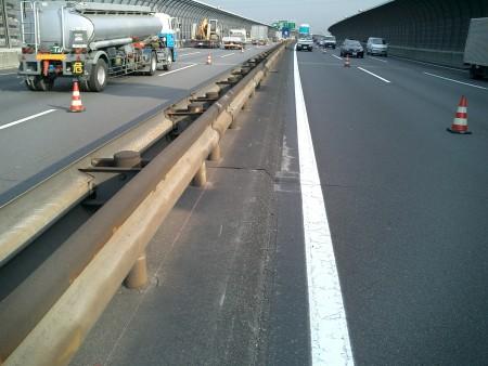 あと施工アンカー工事 交通安全施設工事 各種コンクリート切断工事 自動車道 防護柵改良工事
