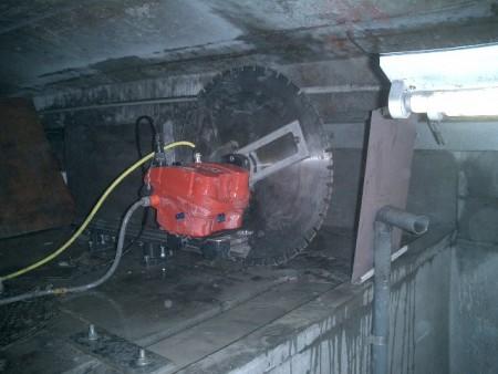 各種コンクリート切断工事 列車風対策整備工事
