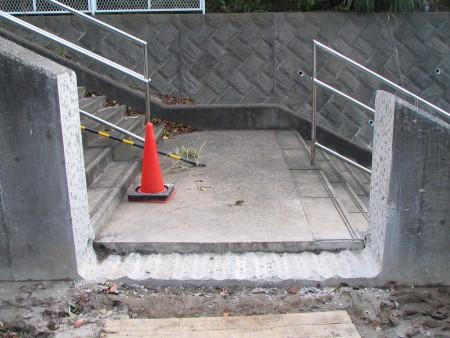 各種コンクリート切断工事  RC階段手摺壁切断工事