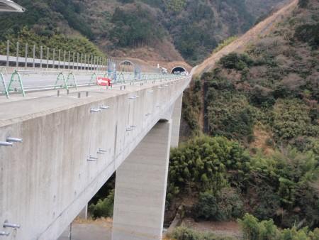 あと施工アンカー工事 交通安全施設工事  高速道路 遮音壁設置工事