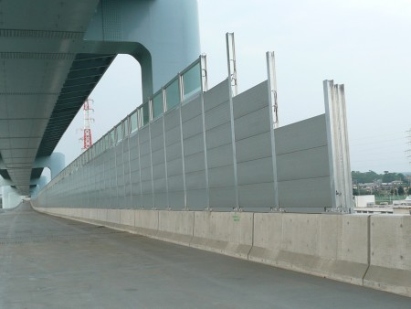 交通安全施設工事 首都圏 自動車道での遮音壁工事
