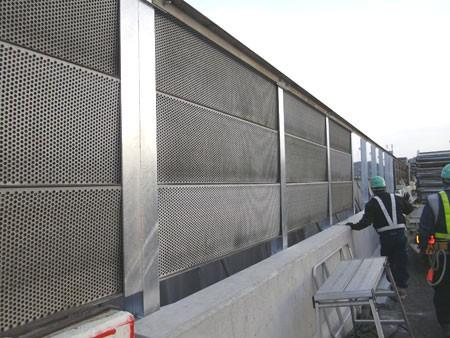 あと施工アンカー工事 交通安全施設工事 自動車道での高架橋壁高欄補修工事