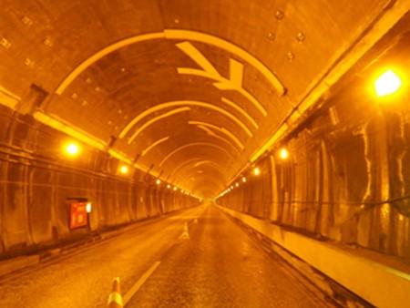 交通安全施設工事  新神戸トンネル天井板撤去その他工事