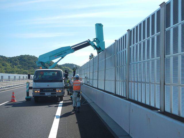 交通安全施設工事  山陽自動車道 遮音壁取替工事
