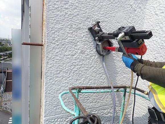 各種コンクリート切断工事 各種点検・診断 コンクリート圧縮強度試験 ソフトコアリング コア採取状況