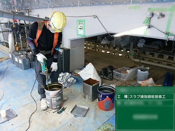 あと施工アンカー用樹脂材の撹拌状況