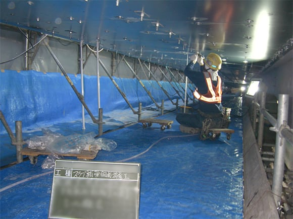 充填用シール材の撤去、並びに支圧板の設置