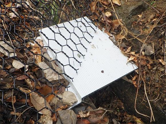 小動物侵入対策(フェンスによる隙間塞ぎ、専用金物設置)